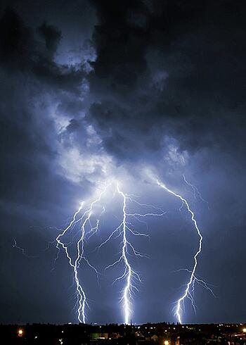 3-critical-reasons-your-Colorado-Springs-commercial-building-needs-lightening-protection