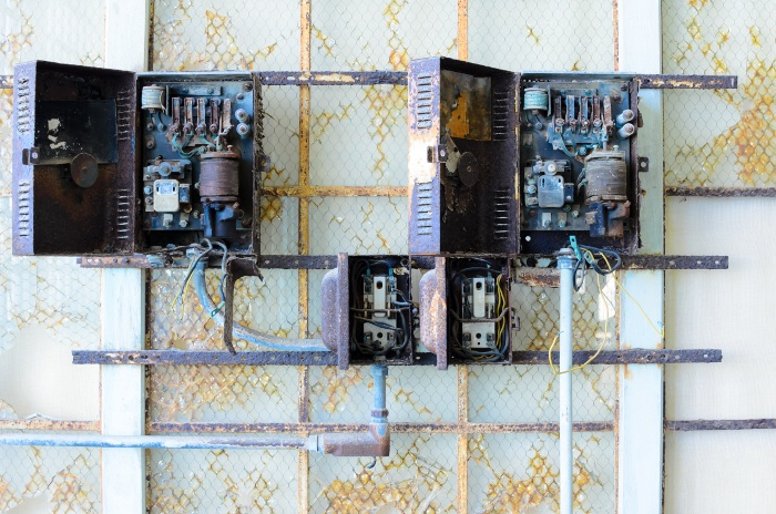 Undesirable-Antiques-When-Your-Wiring-and-Electrical-Belongs-in-a-Museum.jpg